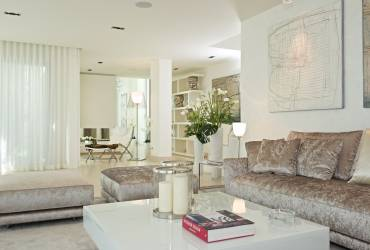04 - Taylor Interiors contemporary living room with art Andratx Mallorca