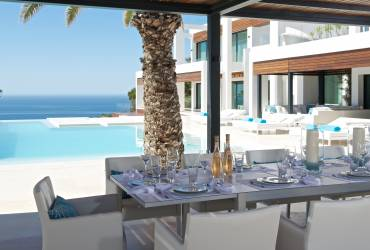 05 - Taylor Interiors elegant outdoor kitchen and dining Andratx Mallorca