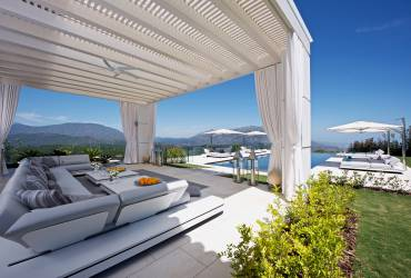 05 - Taylor Interiors Luxury modern terrace with garden furniture and pergola