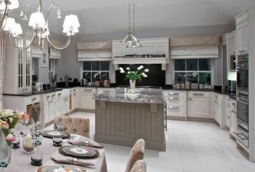 1-Villa-Ascot-contemporary-kitchen-taylor-interiors-interior