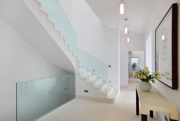 5.Villa_Arlet_glass-staircase_hall_interior_design