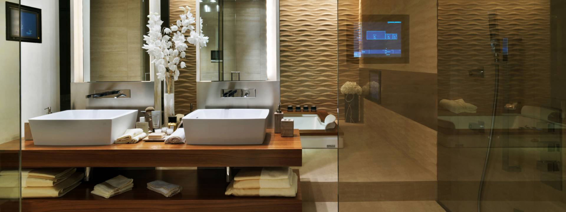 Le Provencale Residences. Luxury bathroom.