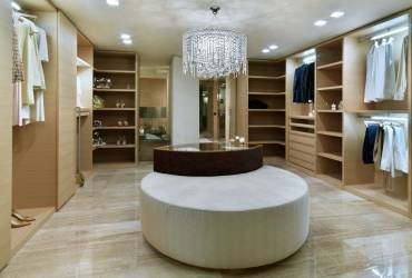 Le Provencale Residences. Luxury walk in wardrobe.
