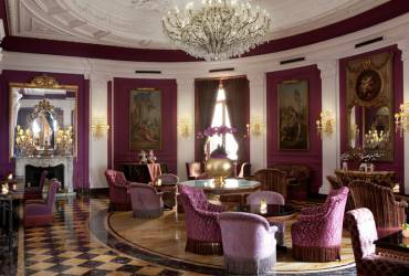 Regina Hotel Baglioni. Luxurious dining room.