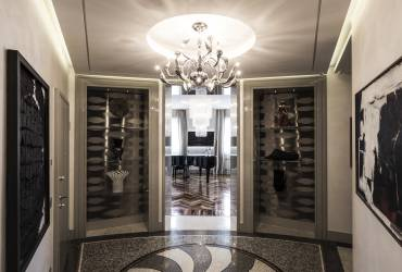 Luxury Apartment.  Impressive entrance hall.