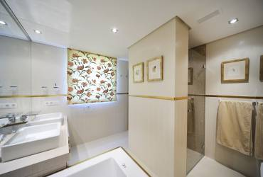 Contemporary Luxury Bathroom, Yvette Taylor London