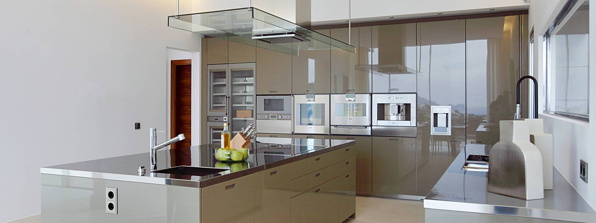 Luxury-villa-Mallorca-Kitchen-Bulthaup-interior-design