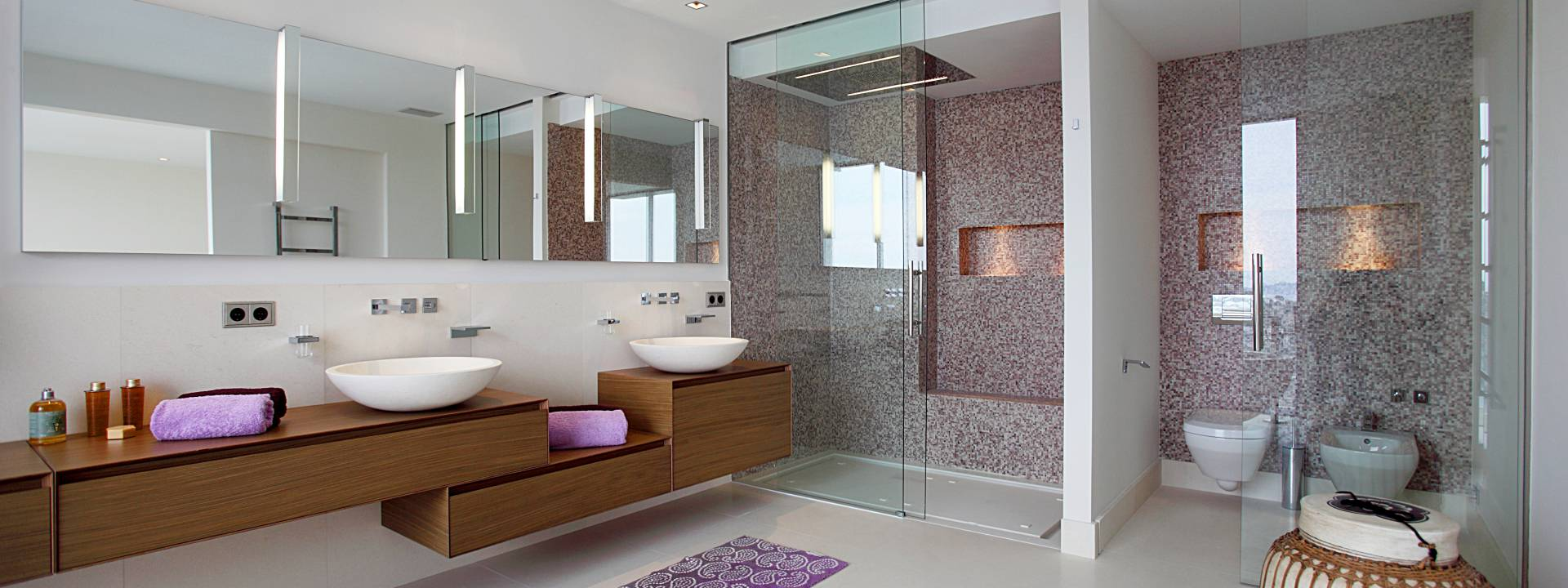 Luxury-villa-Mallorca-bathroom-mosaic-Sicis-Interior-design