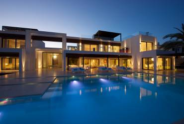 Minimalist Villa - Mallorca, outstanding swimming pool, luxurious minimalist interior design