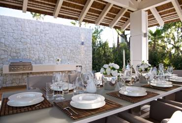 Contemporary Holiday Villa. Dine in style. Taylor interiors.
