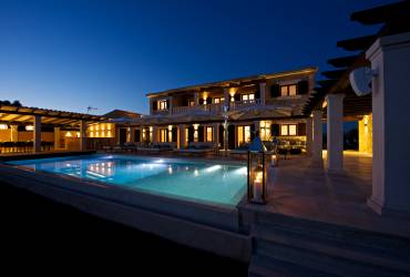 Contemporary Holiday villas. Exquisite exteriors.