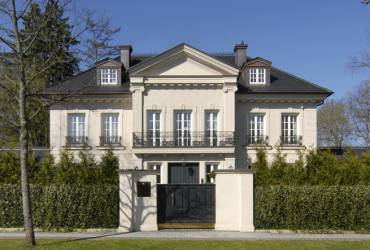 Neoclassical-mansion-traditional modern style