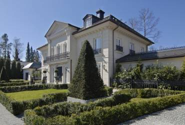 Neoclassical mansion_traditional modern style
