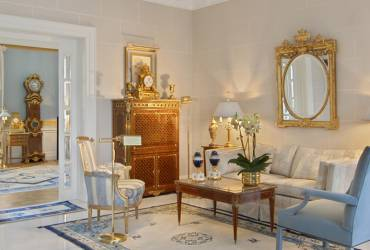 Neoclassical mansion_modern traditional style_luxury reception room