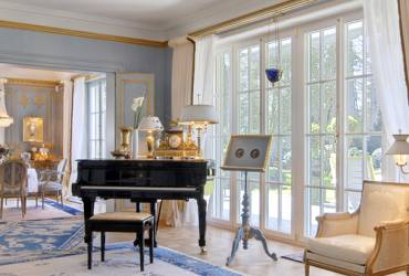 Neoclassical mansion_luxury reception room